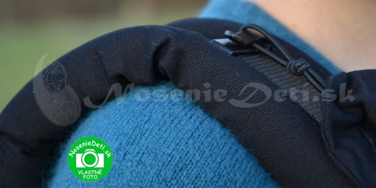 6cff1f890 Detail uchytenia kapucne o ramenné popruhy. Manduca Pure Cotton Nigth Black  ergonomický nosič pre deti